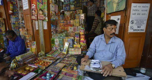 सुप्रीम कोर्ट द्वारा दिल्ली के पटाखा व्यापारियों को कोई राहत न दिए जाने सहित दिन के बड़े समाचार