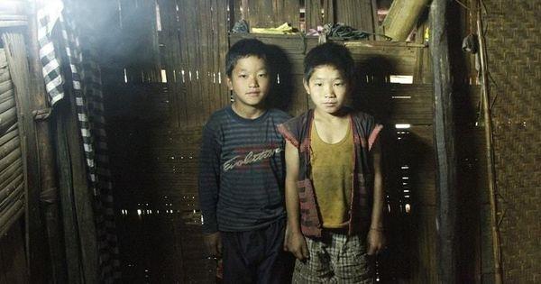 दो लोग जिन्होंने देश के सबसे दुर्गम इलाक़े की हर रात को दीवाली बना दिया है