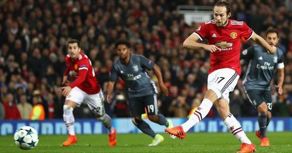 Manchester United defender Daley Blind returns to Ajax in four-year deal