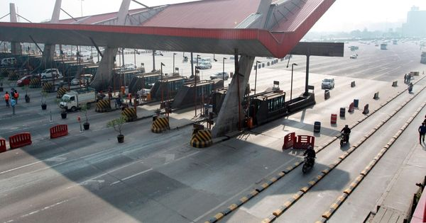 NHAI asks toll plaza staff to salute, give standing ovation to soldiers