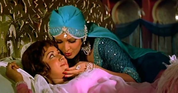 Picture the song: Is that really a lesbian moment in 'Khwab Bankar Koi Aayega' from 'Razia Sultan'?