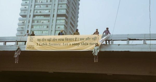 Watch: This protest had effigies of farmers hanging from nooses on a flyover in New Delhi