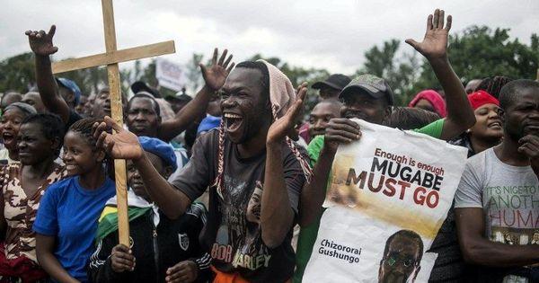 Zimbabwe: Thousands hold rallies to thank Army, demand President Robert Mugabe's resignation