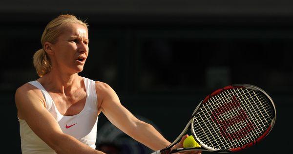 Former Wimbledon champion Jana Novotna dies of cancer at 49