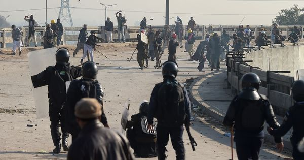 Pakistan: Security forces battle religious protestors in Islamabad, one policeman killed