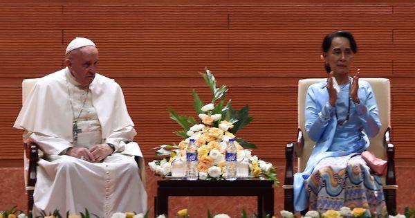 अंत में, आंग सान सू और पोप फ्रांसिस सिर्फ अपने समुदायों के ही नेता हैं