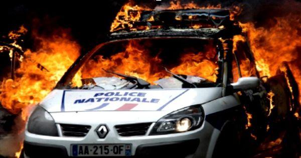 फ्रांस में नया साल मनाने का नया रिवाज है - कार फूंक तमाशा देख