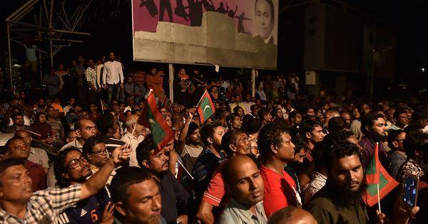 भारत के समुद्री पड़ोसी मालदीव में जारी राजनीतिक संकट पर देश के प्रमुख अखबार क्या सोचते हैं?