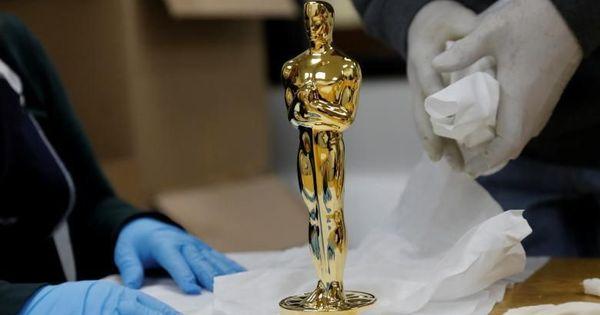 ऐसे बनती है सिनेमा के सबसे बड़े पुरस्कार की ट्रॉफी!