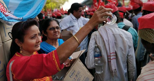 Feeding those who feed you: How Mumbai residents welcomed farmers marching through the city