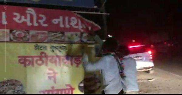 Workers of Maharashtra Navnirman Sena vandalise Gujarati signboards in Thane district