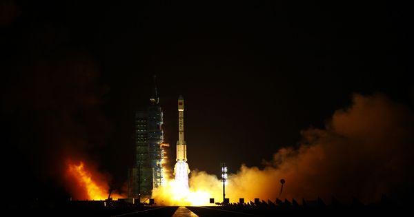 अंतरिक्ष में चीन का मानवयुक्त यान जाने के अलावा 15 अक्टूबर के नाम और क्या-क्या दर्ज है?