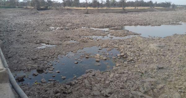 साल-दर-साल सूखते नदी-तालाबों की तरह बुंदेलखंड में अब लोगों की उम्मीदें भी सूख गई हैं