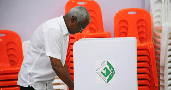 Maldives presidential election: Voting under way amid allegations of irregularities