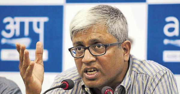 'मोदी जी के दबाव की वजह से अब एक और पत्रकार को इस्तीफा देना पड़ा है!'