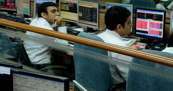 Sensex closes nearly 800 points lower, Nifty suffers setback over fears of economic crisis