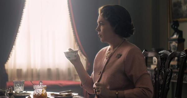 First look: Olivia Colman as Queen Elizabeth II from 'The Crown'