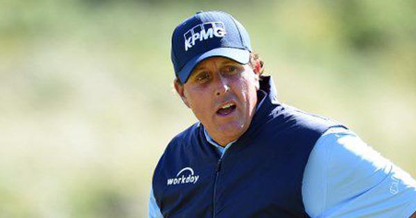 Golf: Phil Mickelson fires round of 63 to take one stroke lead at Travelers Championship