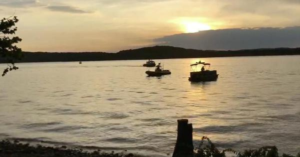 United States: Rescuers retrieve 17 bodies after boat capsizes in a Missouri lake