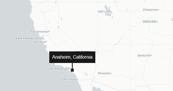 United States: Small plane crashes in parking lot of California mall, all five on board killed