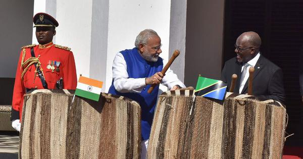 Readers' comments: If Modi travels more than Manmohan, it's because he's performing as a PM