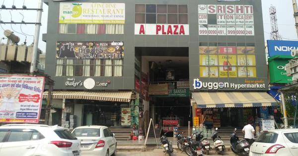 Uttar Pradesh: Woman dies after alleged stalker stabs her in a shopping plaza in Greater Noida