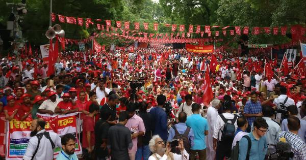 Delhi: Farmers, workers take part in rally demanding minimum wage, loan waiver