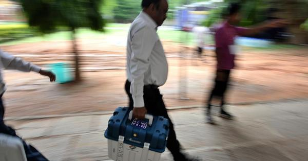 Karnataka: Day after boxes of VVPAT machines found, BJP asks EC to look into 'grave irregularities'