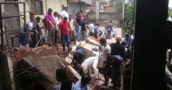 महाराष्ट्र : पुणे में 30 साल पुरानी इमारत गिरी, बचाव अभियान जारी