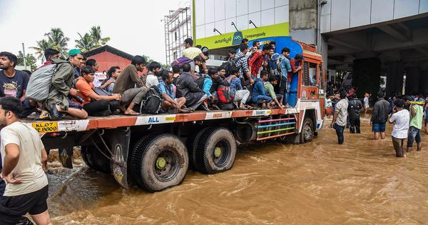 Kerala floods: IMD issues heavy rainfall alert for three districts on Sunday, toll rises to 357
