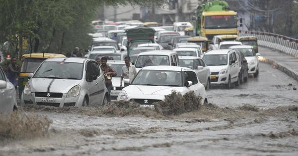 Heavy rain continues in Delhi-NCR, Yamuna flows close to danger mark