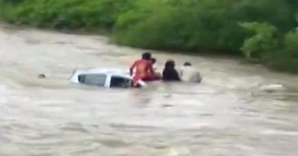 Watch: Local people rescue family trapped in a submerged car in Navi Mumbai