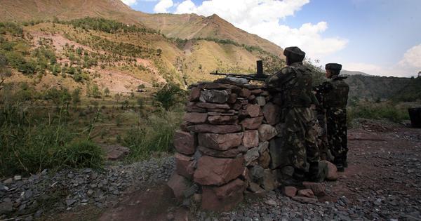 Jammu and Kashmir: Pakistani troops violate ceasefire in Uri sector, say police