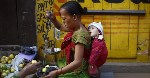 तीन कारण जिनके चलते समाज की नापसंदगी के बावजूद एकल मांओं की तादाद में बढ़ोतरी हो रही है