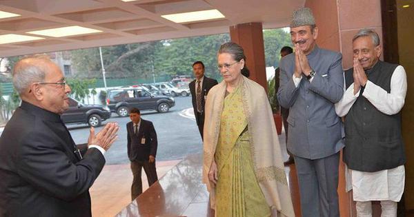 क्या प्रणब मुखर्जी संघ मुख्यालय इसलिए गए क्योंकि सोनिया गांधी ने उन्हें नमस्ते नहीं किया था!