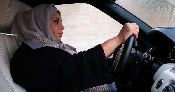 सऊदी अरब में महिलाएं आज से खुद गाड़ी चला सकेंगी
