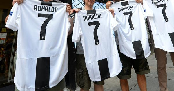 Italy's Fiat workers on strike after Juventus sign Cristiano Ronaldo