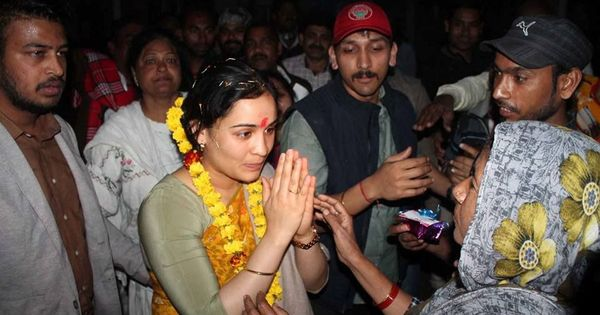 Mulayam Singh's son, daughter-in-law meeting Yogi Adityanath triggers rumours of changing loyalties