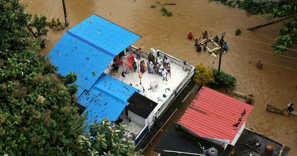 The big news: Kerala CM Pinarayi Vijayan says 324 people killed in floods, and 9 other top stories