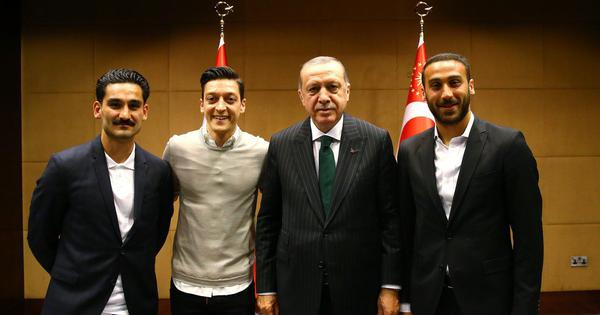 Ozil says photograph with Turkish president Erdogan had 'no political intentions'
