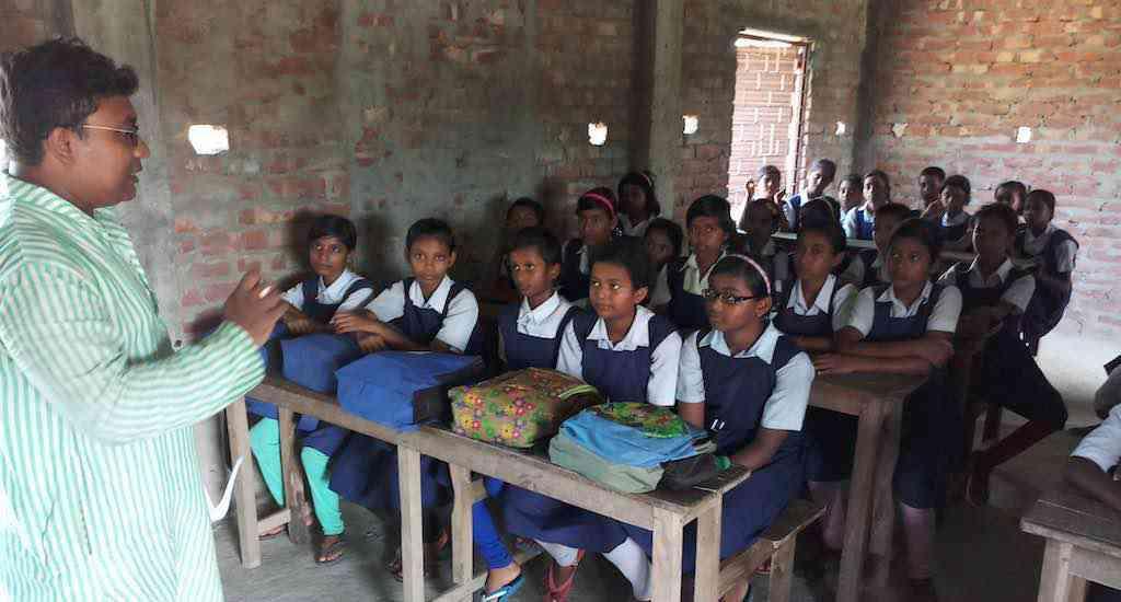Tuhin Subhra Mandal creates awareness about fluorosis among school students and parents (Photo: Gurvinder Singh)