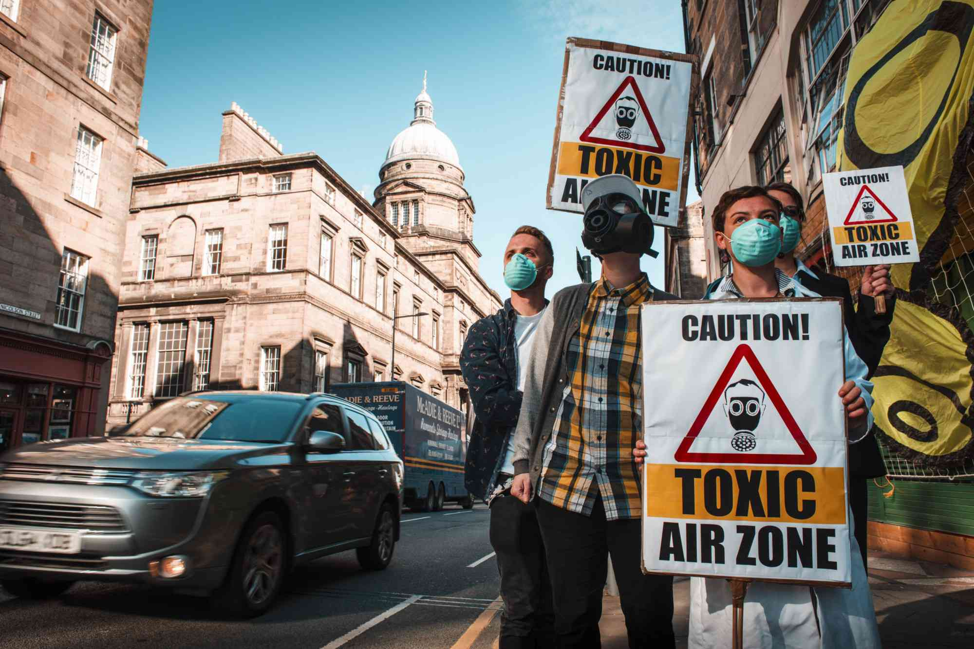 Campaigners gather to demand clean air after Edinburgh failed to meet air quality standards. Photo credit: Friends of the Earth Scotland/via Flickr [Licensed under CC BY 2.0]