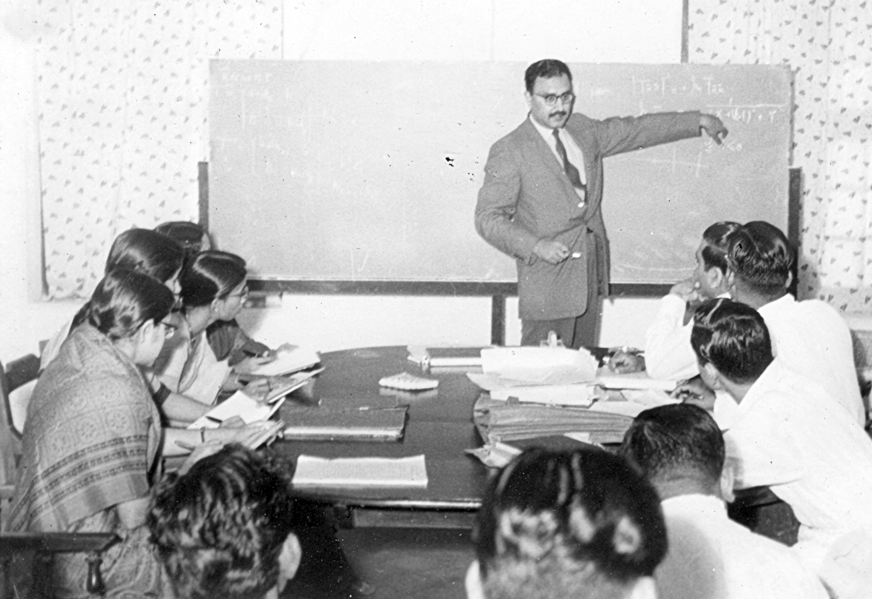 Professor Abdus Salam, FRS (Imperial College, London), lecturing at Alladi Ramakrishnan's Theoretical Physics Seminar at Ekamra Nivas, Jan 1960. Photo credit: Alladi Krishnaswami.