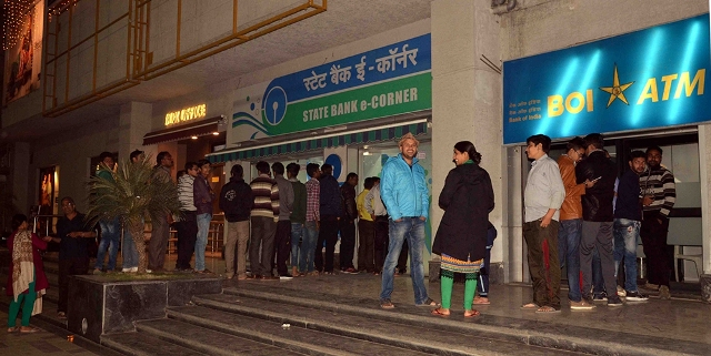 Outside a Bhopal bank. Photo: IANS