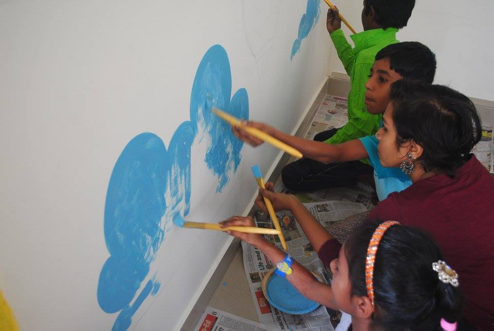 Painting the walls of Buguri in Bangalore. Credit: Hasirudala/Facebook.com