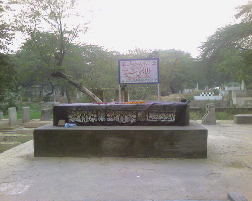 Dulla Bhatti's grave at the Miani Sahib Qabristan in Lahore. (Credit: Wikimedia Commons)