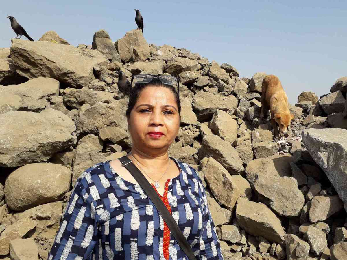 Pooja Teli feeds dogs and cats at the airport construction site almost every day. (Photo credit: Aarefa Johari).