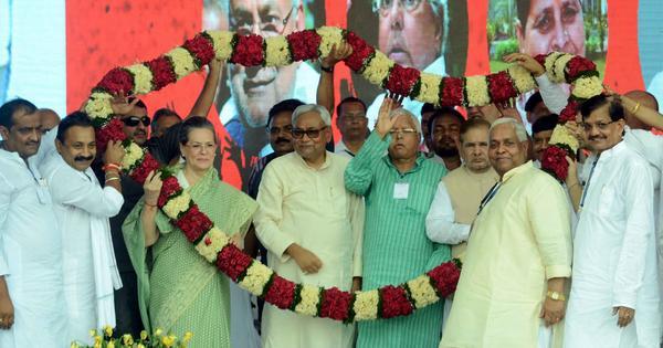 कांग्रेस ने बिहार के महागठबंधन को बचाने की कोशिश शुरू की है लेकिन क्या वह सफल हो पाएगी?