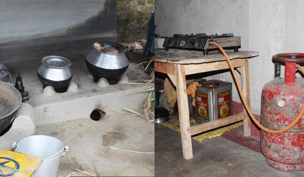 मुन्नी बेगम के घर स्थित पारंपरिक चूल्हा और गैस चूल्हा