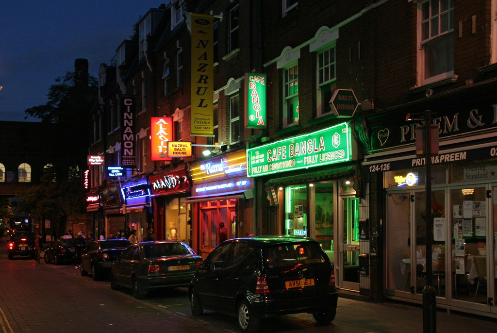 Brick Lane. Photo credit: Aahisgett/Wikimedia Commons [CC Attribution 2.0 Generic Licence]